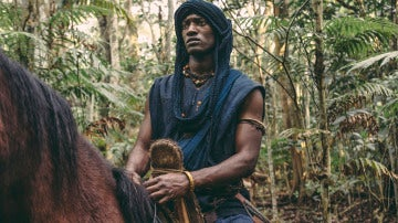 Kunta Kinte se convierte en un gran guerrero