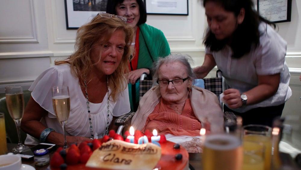 Clare Hollingworth en su 105 cumpleaños