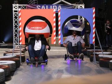 Carlos Sainz se pone en cabeza en la peculiar carrera contra Pablo Motos