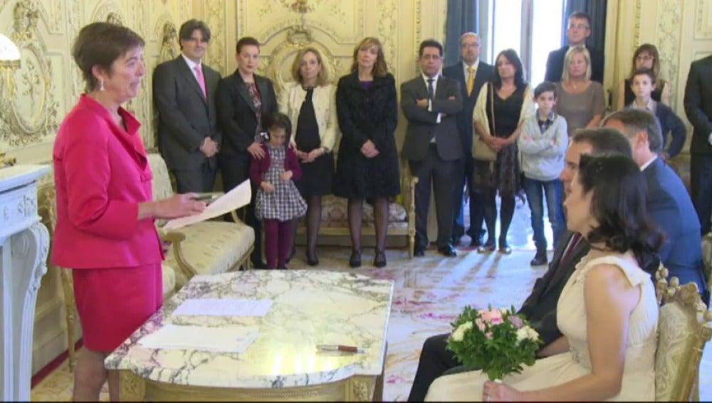 Frame 10.029726 de: Las bodas católicas marcan su mínimo histórico