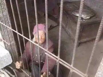 La anciana encerrada en el calabozo