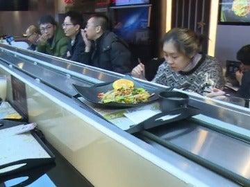 Frame 42.367139 de: Restaurantes sin camareros y ordenadores que eligen el menú de los clientes