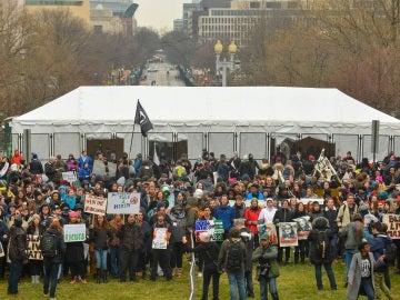 Manifestantes antes de la investidura de Trump