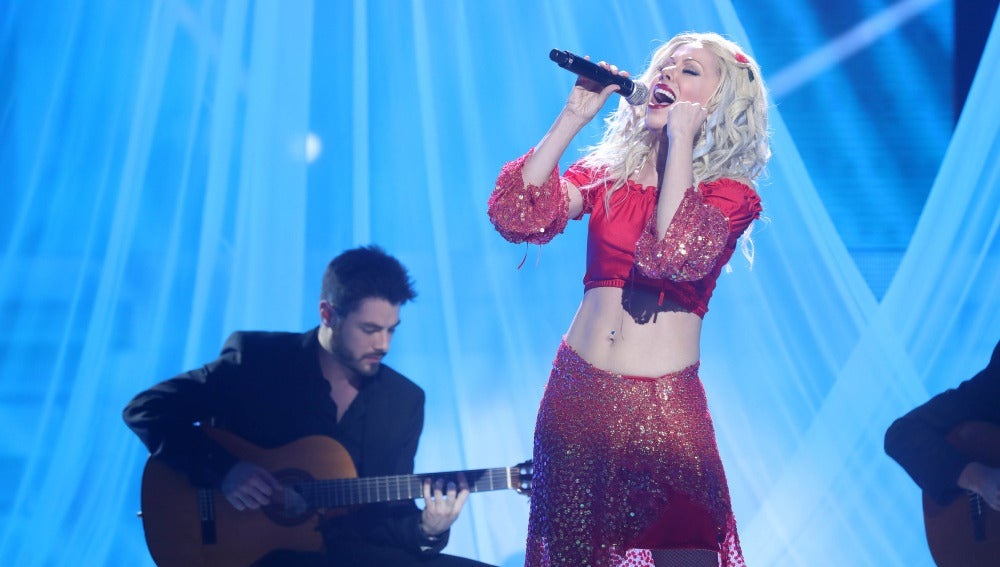 Beatriz Luengo sorprende como Christina Aguilera en 'Contigo en la distancia'