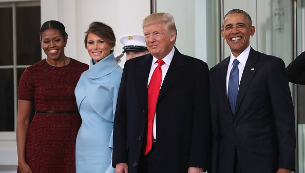 Donald Trump, acompañado por su mujer, Melania Trump, se reúne con Barack y Michelle Obama en la Casa Blanca