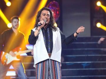 Juan Muñoz levanta el ánimo con 'Arriba esos corazones' como Antonio Flores