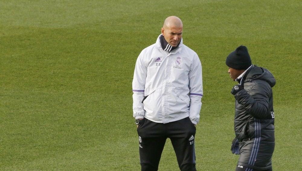Zinedine Zidane, durante el entrenamiento del Real Madrid