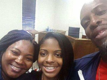 Kamiyah Mobley junto a sus padres biológicos, Shanara y Craig