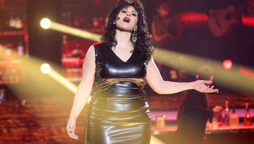 Rosa López seduce al plató como Luz Casal en 'No me importa nada'