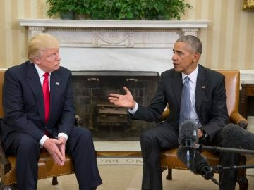 Barack Obama y Donald Trump se dirigen a los medios durante su encuentro