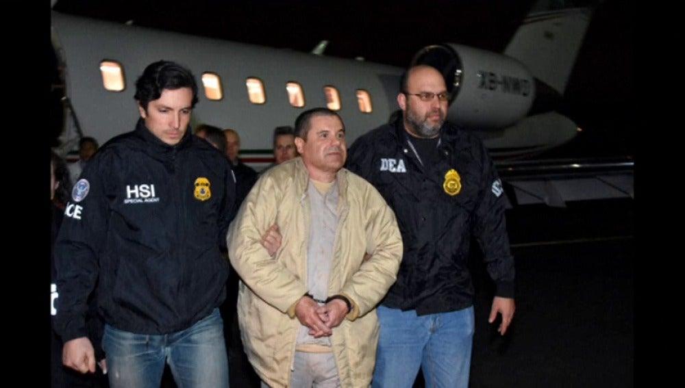 Frame 4.878188 de: México extradita al narcotraficante 'El Chapo' Guzmán a Estados Unidos