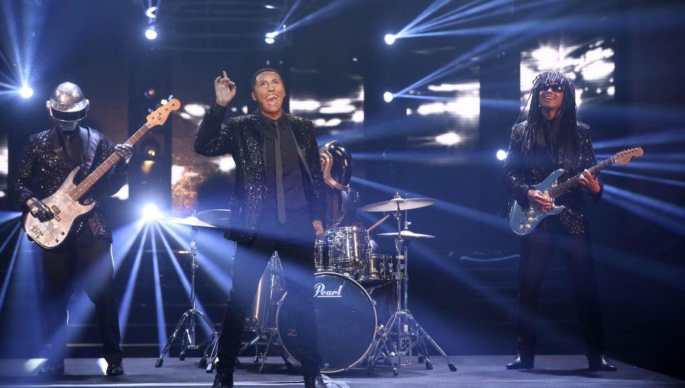 Canco Rodríguez hace vibrar el plató con 'Get Lucky' como Pharrell Williams y Daft Punk