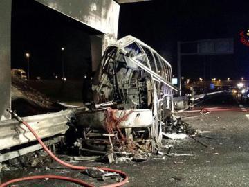 Así ha quedado el autobús tras incendiarse