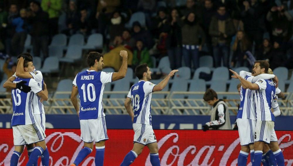 Juanmi celebra un gol con la Real