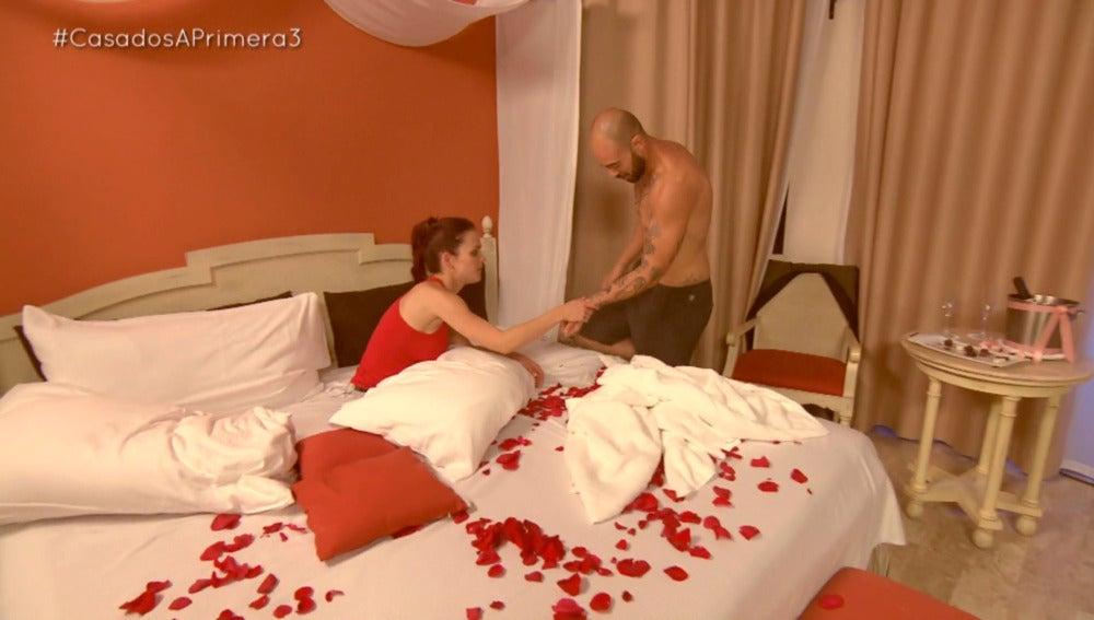 Marie, dispuesta a todo en su noche de bodas