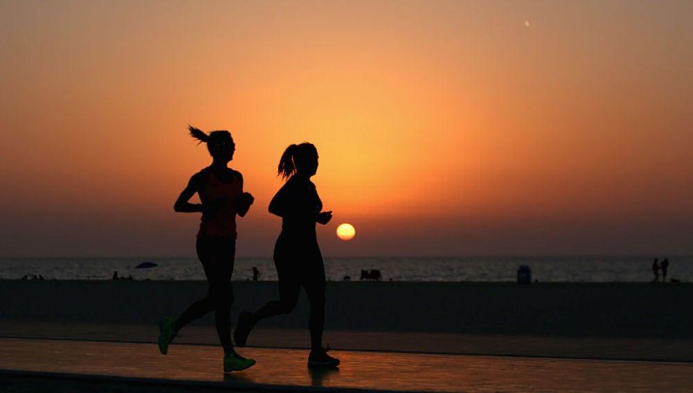 Imagen de archivo de unas corredoras en pleno ejercicio
