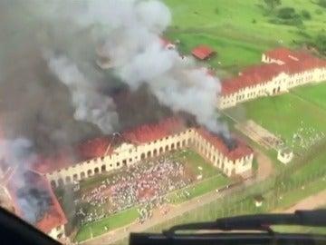 Frame 16.168358 de: Al menos 50 fugados tras un nuevo motín en una cárcel de Brasil