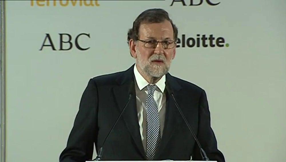 """Frame 57.410987 de: Rajoy: """"Al señor Puigdemont le han dado el trato que se merecía y punto"""""""