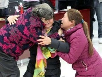 El emotivo reencuentro entre madre e hijas