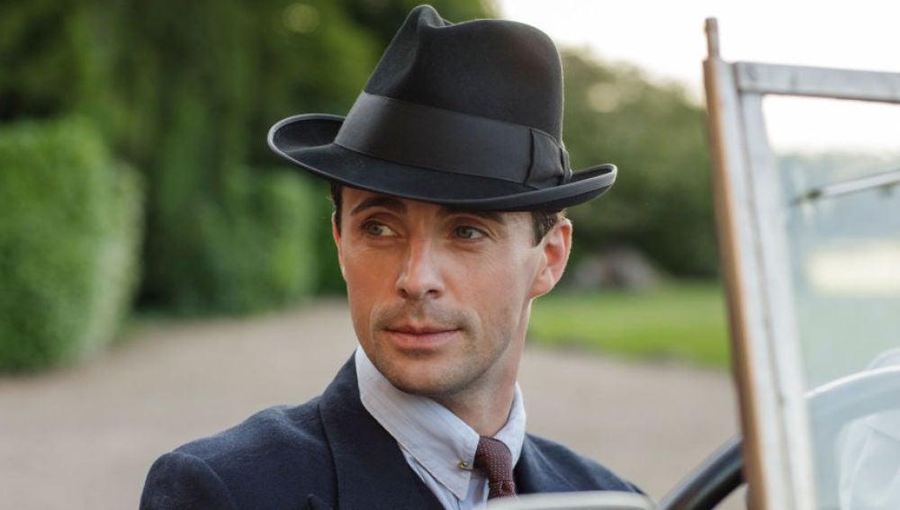 'The Crown' ficha al actor Matthew Goode