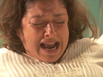 Candela da a luz a un niño sin vida