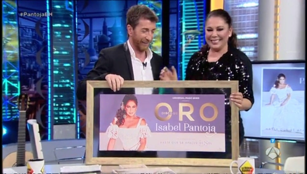 Frame 20.8 de: Pablo Motos entrega a Isabel Pantoja el disco de oro