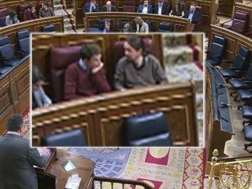 Frame 4.095225 de: Iglesias y Errejón protagonizan una intensa y larga bronca que llega a centrar la atención del Congreso