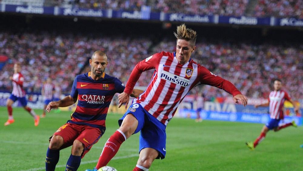 Fernando Torres, durante un partido contra el Barcelona
