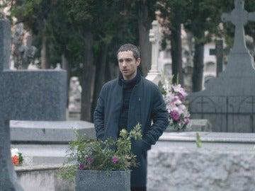 """Álex visita la tumba de Rodrigo: """"Solo quiero que tu corazón descanse en paz"""""""
