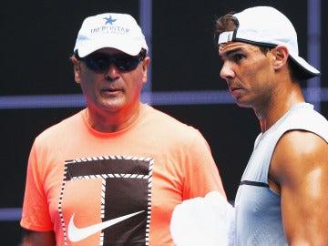 Toni Nadal con Rafa en un entrenamiento