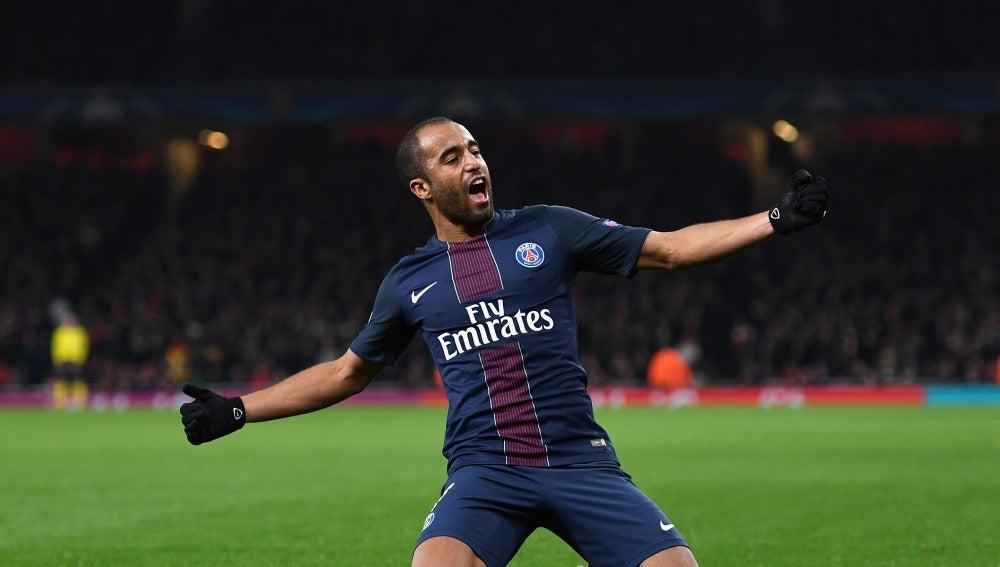 Lucas Moura celebrando un gol