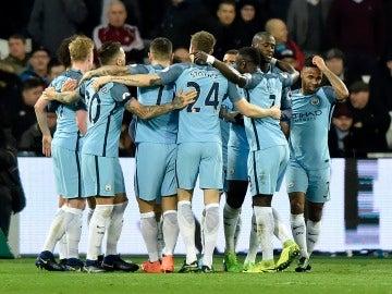 El Manchester City celebrando uno de sus goles
