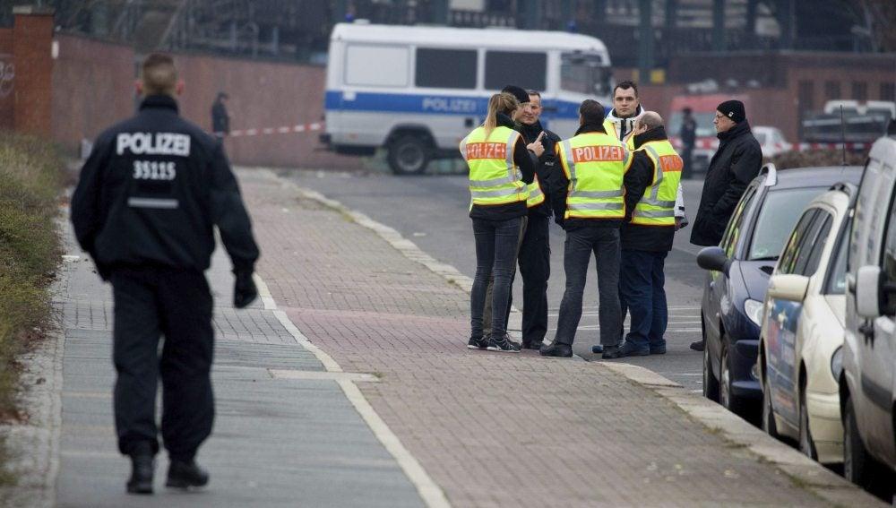 Agentes de policía alemana custodian la seguridad en Berlín