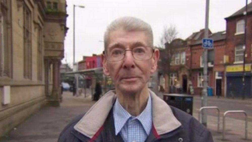 Derek Taylor, el hombre que aconseja a la gente en su misma situación