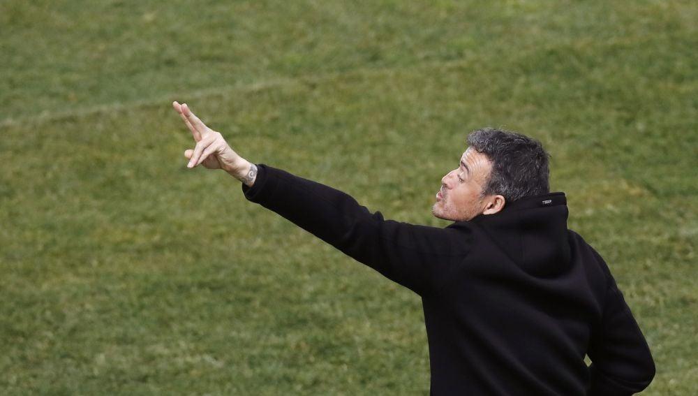 Luis Enrique, en la banda del Vicente Calderón