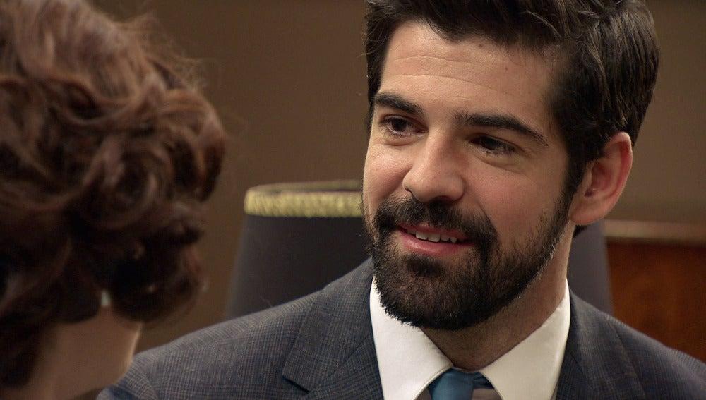 Marta le cuenta a Alonso que está embarazada
