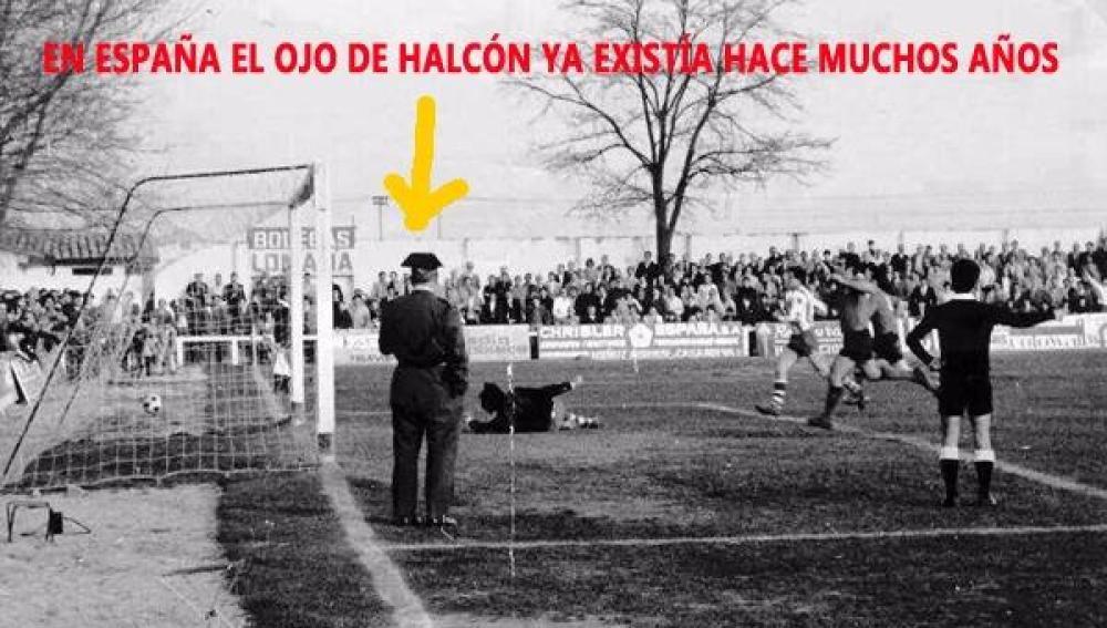 Guardia Civil en medio del campo durante un partido del Arenas