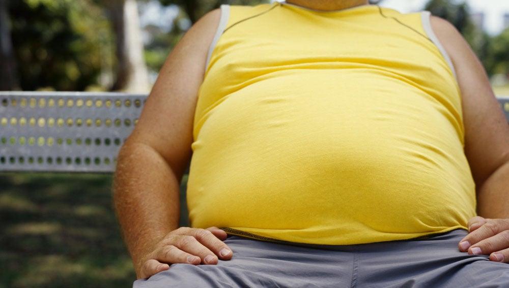 Imagen de archivo de un hombre obeso