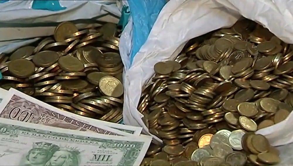 Frame 51.28929 de: En una parafarmacia en Galicia se puede pagar en pesetas