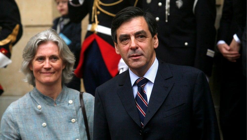 François Fillon junto a su mujer Penelope Fillon