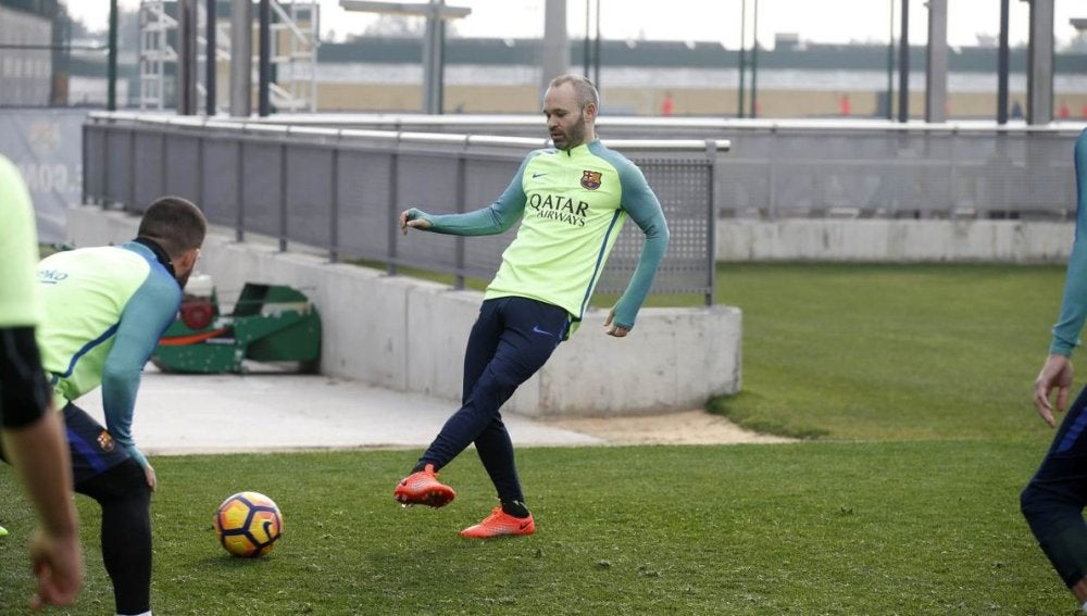 Andrés Iniesta, durante un entrenamiento del Barcelona