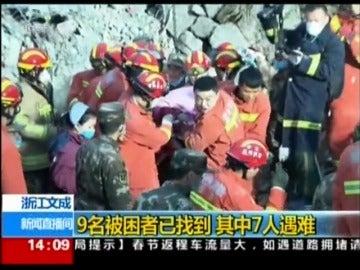 Frame 14.52 de: Se derrumban cuatro edificios en China y rescatan a una mujer 14 horas más tarde