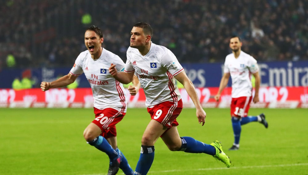 Papadopoulos celebra su gol ante el Bayer Leverkusen