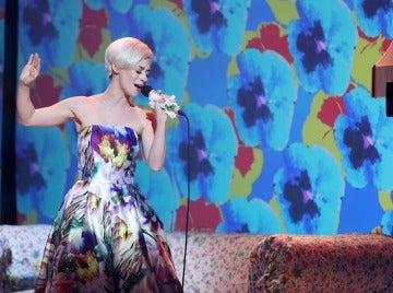 Elena Rivera estalla de emoción como Miley Cyrus en un inédito 'Wrecking ball'