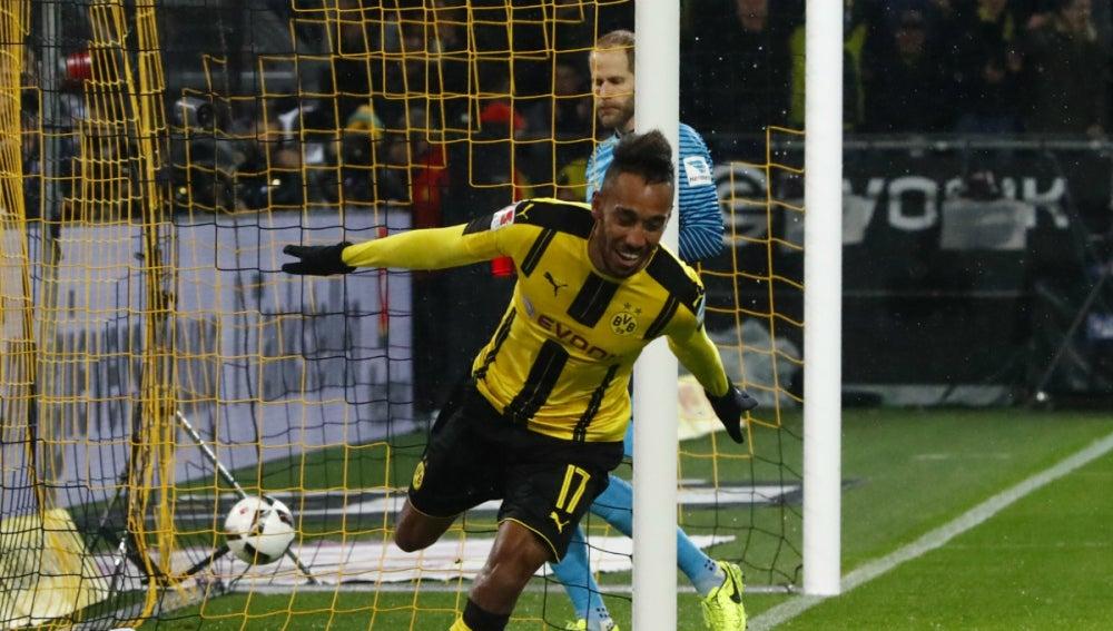 Aubameyang celebra un gol contra el RB Leipzig