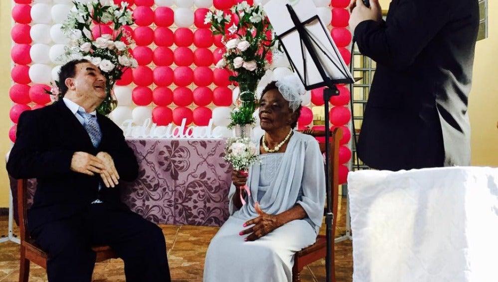 La pareja durante la ceremonia