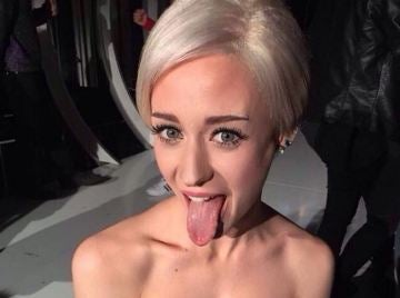 Elena Rivera como Miley Cyrus