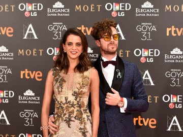 Macarena Gómez con vestido joya de Alberta Ferretti Limited Edition, y su marido, Aldo Comas, que lleva esmoquin Avellaneda