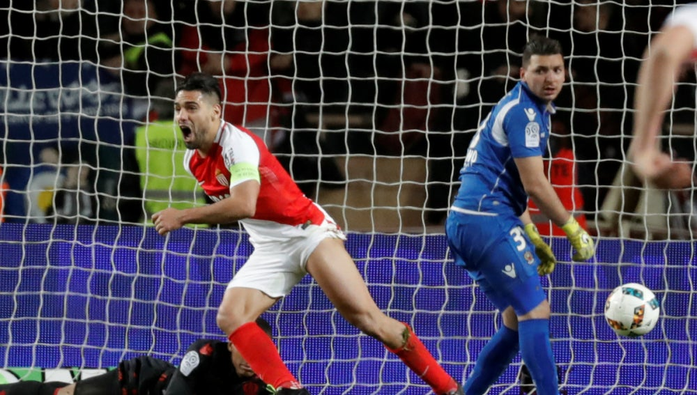 Falcao le marca un gol al Niza