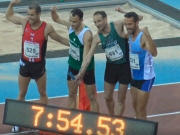 Los cuatro atletas que han batido el récord de 4x800m en categoría máster